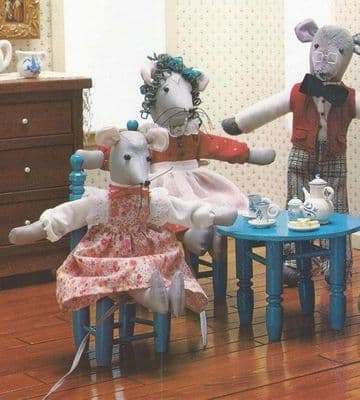 PDF DIGITAL SEWING PATTERN Country Mouse Family