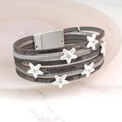 Leather gift bracelet with stars